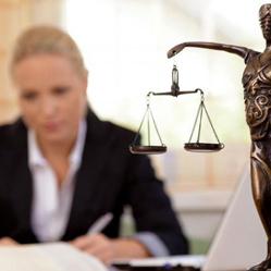 Un avocat gagne deux fois plus qu'une avocate