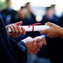 Un diplôme est et restera un must