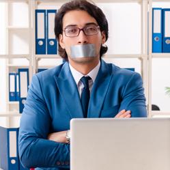 Comment gérer les moments de silence inconfortables lors de conversations ?