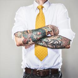 Votre employeur peut-il interdire les tatouages et les piercings ?