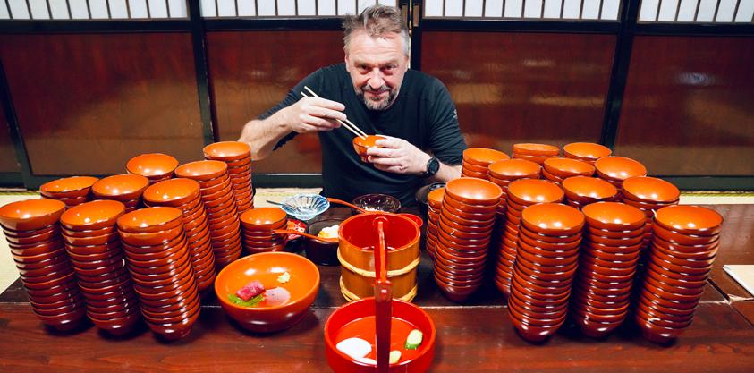 Tom Waes en z'n record noedels eten